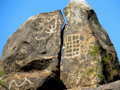 The grid on the large rock might be the Western Archaic style.